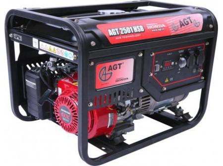 20-2501HSBTTL - Áramfejlesztő AGT 2501 HSB TTL -  TTL COMPACT TECH LINE  AGT 2501 HSB TTL hordozható, benzines áramfejlesztő        Termékelőnyök:   Kompakt, kis súlyú áramfejlesztő Automatikus feszültségszabályozóval (AVR) ellátott generátor Hagyományosfémkeret, egyszerű mozgatás Erős, megbízható, eredeti, ipari HONDA motor Üzemidő: akár 11 óra 3000 fordulat/perc Hővédelemmel ellátott generátor Olajszenzor a motoron Multiméter (V,Hz,h) Kézi (berántós) kivitel    AzAGT 2501 HSB TTLáramfejlesztő javasolt felhasználási területei:   Háztartási és kisipari használatra ajánlott Azépítőipari igényeknek megfelelő kialakítás, nyitott keret Könnyen szállítható, mozgatható Kisebb elektromos gépek üzemeltetésére kiválóan alkalmas         Tudta?  A hővédelemmel ellátott generátor megóvja az áramfejlesztőt a túlterheléstől.  A motoron találhatóolajszenzor leállítja a motort, ha abban a megengedettnél kevesebb olaj van.  Minden használat előtt ellenőrizze a motorolaj szintjét!    FIGYELMEZTETÉS!  Az AGT áramfejlesztőkhasználata előtt minden esetben olvassa el a gépekhez mellékelthasználati utasítást.           Teljesítmény (kVA) 2,3 Fázisonkénti áramerősség (A) 10   Feszültség (V) 230 Fáziseltolódás (cos ᵠ) 1   Frekvencia (Hz) 50 IP védettség IP23   Motor HONDA GX160 Zajszint (dB) 66   Üzemanyagtank (liter) 16 Nettó/ bruttó súly (kg) 45 / 50   Hengerûrtartalom (cm3) 163 Csomagolási méret h*sz*m (mm) 600×445×485   Generátor szinkron Csomagolás kartondoboz   Dugalj a készüléken(230V/16A) 2 db SCHUKO VTSZ 8502.2020   Hővédelem a generátoron van     Olajszenzor a motoron van     Multiméter kijelző (V, Hz, h) van