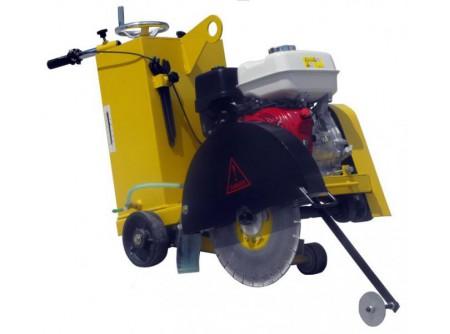 20-ATB450/13 - Mobil aszfaltvágó AGT ATB450/13 (GX390) - Alkalmazás:aszfaltvágó,betonvágó  Max. tárcsaátmérő (mm) 350-500  Max.vágásimélység (mm)185  Gyors, egyenletes vágási mélység-állítás  Motor típusHONDA GX390, olajszintérzékelővel  Motor teljesítmény 13LE  Légszűrőduplabetétes  Előtoláskézi  Vízellátáskettős ráfolyással (gravitációs)  Erősített, robusztus vázszerkezet  Könnyen hozzáférhetők a részegységek, jó szervizelhetőség  Görgős/ kerekes vezetőpálca  Nagy átmérőjű stabil gumikerekek  Tartozék villáskulcsok    A gépet gyémántvágótárcsa nélkülszállítjuk!    Gyémánttárcsák rendelhetők különböző vágási feladatokra!         Szállítási kód 15   Motor HONDA GX390   Üzemanyag benzin   Max. tárcsaátmérő (mm) 350-500   Max. vágási mélység (mm) 185   Légszűrő duplabetétes   Előtolás kézi   Erőátvitel 3 ékszíj   Vízellátás kettős ráfolyás   Víztartály térfogata (liter) 35   Súly (kg) 128   VTSZ 8464.1000   Csomagolás papírdoboz
