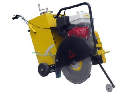 20-ATB500/13 - Mobil aszfaltvágó AGT ATB500/13 (GX390) - Alkalmazás:aszfaltvágó,betonvágó  Max. tárcsaátmérő (mm) 350-500  Max.vágásimélység (mm)185  Gyors, egyenletes vágási mélység-állítás  Motor típusHONDA GX390, olajszintérzékelővel  Motor teljesítmény 13LE  Légszűrőduplabetétes  Előtoláskézi, vagykézi-tekerő:egyenletesebb és könnyebb előtolást biztosít  Vízellátáskettős ráfolyással (gravitációs)  Erősített, robusztus vázszerkezet  Könnyen hozzáférhetők a részegységek, jó szervizelhetőség  Görgős/ kerekes vezetőpálca  Nagy átmérőjű stabil gumikerekek  Tartozék villáskulcsok    A gépet gyémántvágótárcsa nélkülszállítjuk!    Gyémánttárcsák rendelhetők különböző vágási feladatokra!           Szállítási kód 15   Motor HONDA GX390   Üzemanyag benzin   Max. tárcsaátmérő (mm) 350-500   Max. vágási mélység (mm) 185   Légszűrő duplabetétes   Előtolás kézi/ tekerő kormányos   Erőátvitel 3 ékszíj   Vízellátás kettős ráfolyás   Víztartály térfogata (liter) 40   Méret h×sz×m (cm) 154×57×103   Súly (kg) 171   VTSZ 8464.1000   Csomagolás papírdoboz