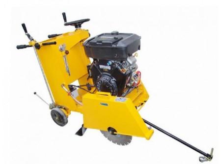 20-MTBA500/16 - Mobil aszfaltvágó AGT MTBA500/16 - Alkalmazás:aszfaltvágó,betonvágó  Max. tárcsaátmérő (mm) 500  Max.vágásimélység (mm)185  Gyors, egyenletes vágási mélység-állítás  Motor típusBriggs&StrattonVANGUARD  Motor teljesítmény 16LE  Elektromos indítás  Légszűrő ciklon  Előtoláskézi, vagykézi-tekerő:egyenletesebb és könnyebb előtolást biztosít  Vízellátáskettős ráfolyással (gravitációs)  Erősített, robusztus vázszerkezet  Könnyen hozzáférhetők a részegységek, jó szervizelhetőség  Görgős/ kerekes vezetőpálca  Nagy átmérőjű stabil gumikerekek  Tartozék villáskulcsok    A gépet gyémántvágótárcsa nélkülszállítjuk!    Gyémánttárcsák rendelhetők különböző vágási feladatokra!           Szállítási kód 15   Motor Briggs&Stratton VANGUARD   Üzemanyag benzin   Max. tárcsaátmérő (mm) 500   Max. vágási mélység (mm) 185   Légszűrő ciklon   Előtolás kézi/ tekerő kormányos   Erőátvitel 3 ékszíj   Vízellátás kettős ráfolyás   Víztartály térfogata (liter) 25   Méret h×sz×m (cm) 154×60×105   Súly (kg) 140   VTSZ 8464.1000   Csomagolás papírdoboz