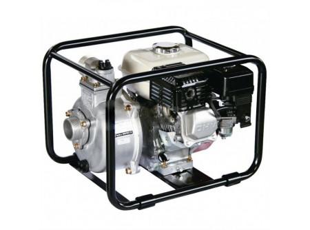 """20-SCR50HX - Vízszivattyú DAISHIN SCR50HX 2coll - DAISHINSCR-50HX VÍZSZIVATTYÚ      Csőcsatlakozó Ø  50mm-2'    Emelési magasság max. (m)  32    Felszívási mélység max. (m)  8    Szállítási kapacitás max. (l/min)  520    Motor  HONDA GX120    Tank (liter)  2,6    Teljesítmény (LE)  4,0 LE    Üzemanyag  benzin    Méretek (mm)  485x380x380    Súly (kg)  23,5    VTSZ  8413.6090    Csomagolás  kartondoboz      Ipari és mezőgazdasági munkákhoz  Nagy teljesítmény, csökkentett méretek  ø8mm szemcseméretig  Nagy szállítási teljesítmény  Csőcsatlakozóø 2"""" (50mm)  Max. szállítási kapacitás 520 l/perc  HONDA GX120motor   Leszálllított tartozékok:   szívókosár - 1db 2"""" csőcsatlakozó belső menettel - 3db szorítóbilincs - 3db      Öntözési, illetve vízátemelési feladatokra, a munkagödrök víztelenítésére és egyéb vízszállítási feladatokra kiválóan alkalmasak aHonda GX120motoros vízszivattyúk.     Elsősorban mezőgazdasági és kertészeti ágazatban, vagy tűzoltáshoz használatosak, persze számos más területen is.  pl.: mezőgazdasági területek szórófejes öntözése, halastavak vízpótlása és felszíni vízátemelés, tűzoltáshoz, víz szállításra nagy távolságokon, stb."""