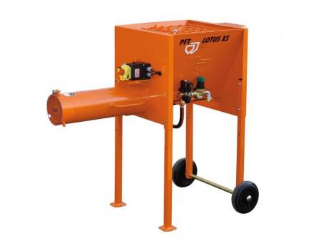 26-00246057 - Festék és habarcskeverőgép PFT LOTUS XS - PFT HORIZONTALIS keverőgép    Folyamatosan és automatikusan kevernek minden cementbázisú szárazhabarcsot(falazó, fugázó, kiegyenlítő, ragasztó stb.) feldolgozható anyaggá.  Ezen gépek felszereltségtől függően zsákos anyagok, silós anyagok vagy mindkettő feldolgozására alkalmasak.  Gyorsan beüzemelhető, megbízható, erős, egyszerűen kezelhető  Ez a PFT legkisebb, kedvező áru horizontális keverője.  A PFT LOTUS XS kompakt horizontális keverőjével zsákos anyagokat dolgozhatunk fel, 230 V-os elektromos csatlakozással.  Folyamatosan és automatikusan képes megkeverni a meszes és cementes alapú maximum 4 mm-es szemcsenagyságú gyári szárazhabarcsokat.  Kis motorteljesítmény mellett az innovatív, speciális keverőtengely homogén keverést eredményez.  Az optimálisan elhelyezett vízadagolás miatt minimális a lerakódás a keverőcsőben, gyakorlatilag öntisztító a keverőgép rendszere.     Elektromos csatlakozás 230V, 1 fázis, 50Hz Meghajtó motor 1,3 kW Keverési teljesítmény kb. 20 l/perc (függ a habarcsminőségtől,konzisztenciától)                Meghajtó motor (kW)  1,3    Feszültség (V/Hz)  230/50    Vízcsatlakozás  3/4    Tartály űrtartalom (liter)  50    Keverési teljesítmény (l/perc)  kb. 20    Méret h×sz×m (cm)  122×65×88    Súly (kg)  65
