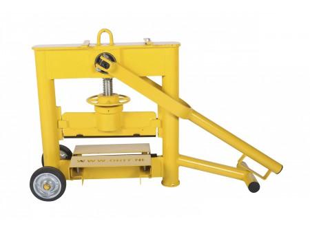 3300-SS-1021-000 - Kőroppantó ORIT 3300SS -    Kőroppantó (egyorsós magasság állítás)     • Robusztus, tartós kivitel  • Gyors magasságállítás  • Hatékony munkavégzés  • Pontos törés  • Cserélhető, forgatható, 4 élű kések  • Könnyen használható, mozgatható  •Max.törési vastagság 10-120mm            Szállítási kód  20    Súly (kg)  39    Max. törési hossz (mm)  330    Max. törési vastagság (mm)  10 - 120    Magasságállító orsó (db)  1    Törés/ működés  kézi    Törőél típus  4 élű    VTSZ  8464.9000