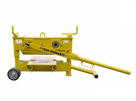 4300-MFK-1021-000 - Kőroppantó ORIT 4300MFK  -    Kőroppantó (kétorsós magasság állítás)   • Robusztus, tartós kivitel  • Gyors magasságállítás  • Hatékony munkavégzés  • Pontos törés  • Cserélhető, forgatható, 4 élű kések  • Könnyen használható, mozgatható  • Hosszabb erőkar/ törőkar  •Max.törési vastagság 10-120mm  •Max.törési hossz 430mm         Szállítási kód  20    Súly (kg)  52    Max. törési hossz (mm)  430    Max. törési vastagság (mm)  10 - 120    Magasságállító orsó (db)  2    Törés/ működés  kézi    Törőél típus  4 élű    VTSZ  8464.9000