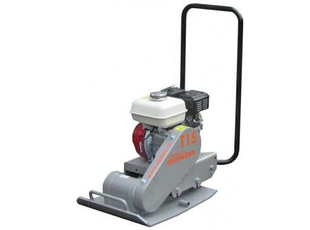 74-T15 - Lapvibrátor SAMAC T15 -      SAMAC lapvibrátor előnyei:        EredetiHONDA GX160 motor, olajszint érzékelővel  Súly 95kg  Talpméret45x55 cm   Összehangolt kihajtás (excenter, kuplung, ékszíj) a jobb hatásfok és a hosszabb élettartam érdekében Rezgéscsökkentőmarkolat és motortartók Nagy teherbírásúkuplung, hosszabb élettartamú Kevlar-ékszíj Kényelmeskézi mozgatás, fogantyúk elől, könnyen felszerelhető kerekek Egyszerűjavítás, kisebb alkatrészigény Öntisztuló és kopásállómasszív talp    Leszállított tartozék: szállítókerék (1 pár)   Rendelhető opció:gumilap    SAMAC lapvibrátorkiemelkedő tulajdonságai és kedvező ára miatt közkedvelt. Az alaplappal egybeépített hajtóműház hatékonyabban adja át a rezgést a talajnak. A motor elé helyezett excenter a lapvibrátor gyorsabb haladását, amegdöntött, magasított alaplapnagyobb mászóképességet eredményez. ASAMAC lapvibrátorok ezen kívül a kategóriájukban nagyon jó centrifugáliserővelrendelkeznek és hosszú távon is megbízhatóak.           0