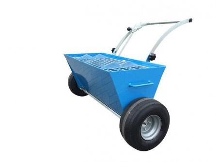 75-BT2WMS - Szárazanyag szórókocsi BETONTROWEL kétkerekű BT2WMS -  A kiváló minőségű anyagokból készült, igényes kivitelű BetonTrowelszárazanyag szórókocsialkalmas a poranyagok egyenletes eloszlatására a gépi simítás előtt. A kiszórt adalékanyag a betonsimítás utánegybeköt a betonpadló anyagával, sima és jó minőségű felületet eredményez.        Akiszórt mennyiség pontosan szabályozható (állandó felületminőség és gazdaságosság)       Alacsony szórási magasság (nem keletkezik por)       Szélestolókar (könnyen irányítható)       Felhajtható támasztókar (a kocsi megtöltve is stabilan áll)       Szelepes, külön forgókerekek (akár helyben is megfordítható)       Akár 100 kg anyaggal is feltölthető       Kivehető biztonsági rács (zsákszakítóval)       Oldalmarkolat (könnyen emelhető)       Tolókar egyszerűen behajtható (egyszerű szállítás)       Kerekek száma 2db              Tartály kapacitás (kg)  100    Kerekek száma (db)  2    Súly (kg)  58    Szállítási kód  15    VTSZ  8479.1000    Csomagolás  papírdoboz