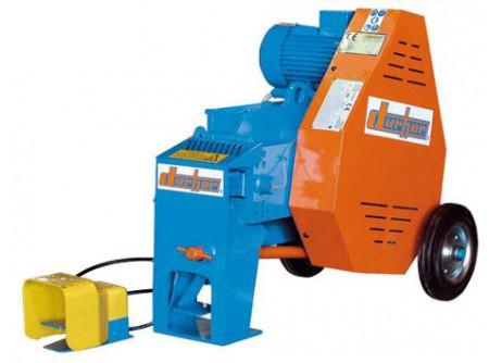 77-C34M - Betonvasvágó gép DURHER C34 230V - Tulajdonságok: - Építési tevékenységekhez tervezve. - Robosztus, önhordó szerkezet. - Minden modell dupla mechanikus vezérléssel rendelkezik: kézi és pedálos. - Minden DURHER marógép kézi zsírozó szivattyúval rendelkezik.  C34M betonvasvágó gép Motor:egyfázisú Teljesítmény:2,5 LE/1,8 kW Frekvencia:230-I+N-50 Fordulatszám:107 Méretek:82 x 68 x 60 cm Nettó súly:235 kg